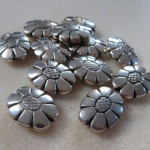Acrylic Silver Oval Flowers 21mm